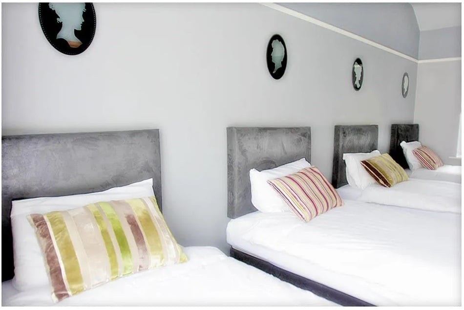 Carrick on Shannon hen party packages, ideas and activities, Carrick Town Centre Suites, bedroom 3, www.thehen.ie