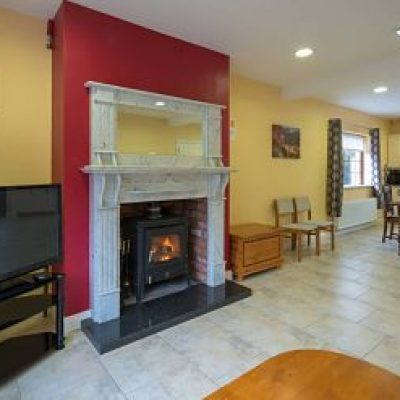 Carrick on Shannon Self Catering House, Ideas, Packages - Carrick Villa living room - TheHen_opt