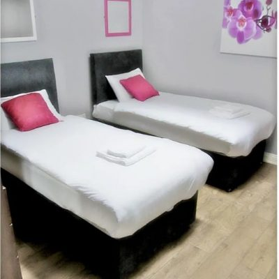 Carrick on Shannon hen party packages, ideas and activities, Carrick Town Centre Suites, bedroom 2, www.thehen.ie