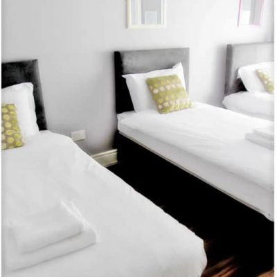 Carrick on Shannon hen party packages, ideas and activities, Carrick Town Centre Suites, bedroom, www.thehen.ie