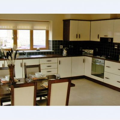 Heather View Apartments Athlone | Athlone Hen Party Accommodation kitchen| TheHen.ie