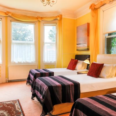 3 Beds in a triple occupancy room with Bay windows