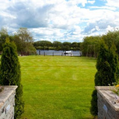 Riverside Paradise Garden TheHen.ie Hen Party House Bannagher Co. Galway